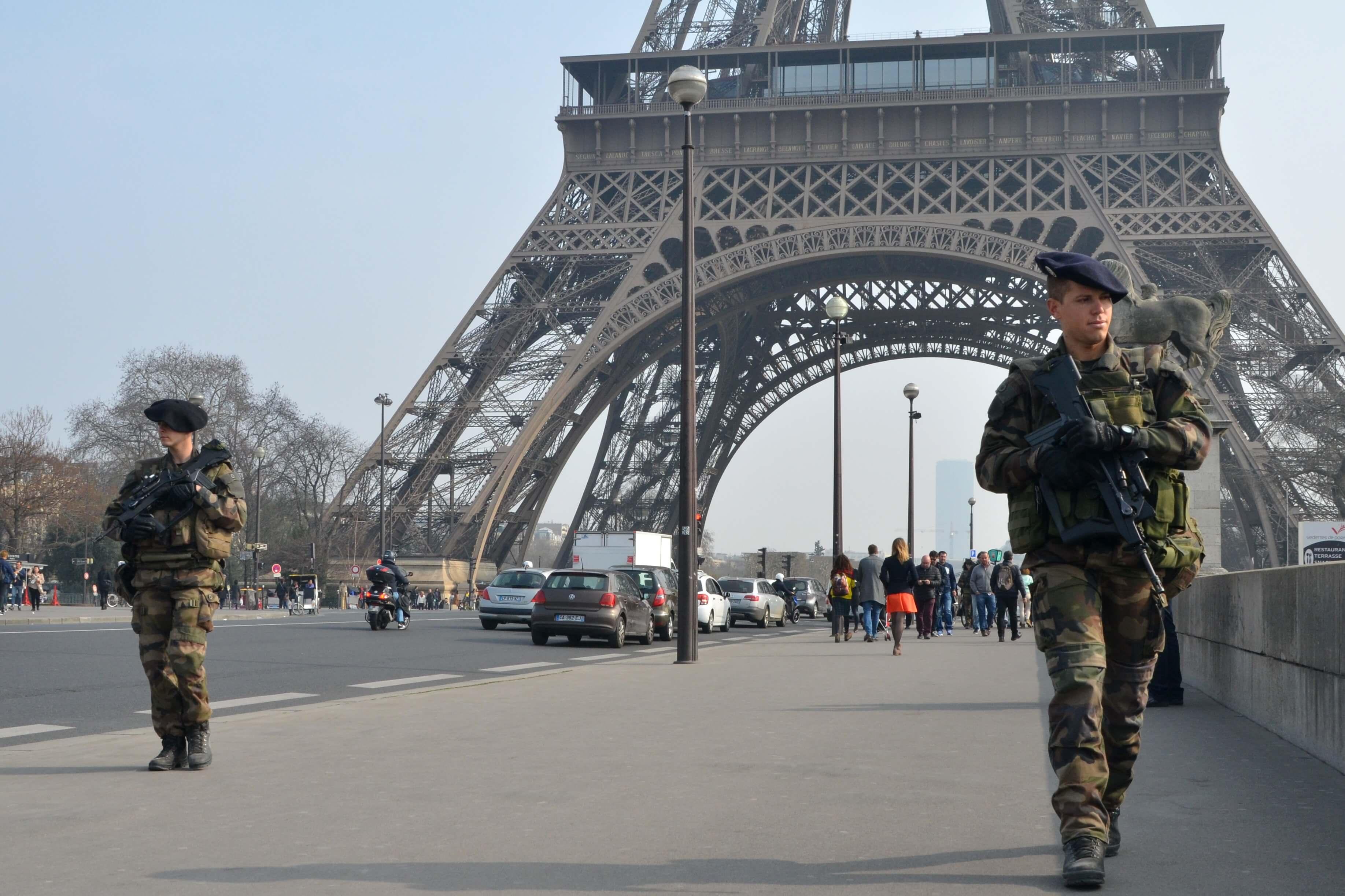 https://www.streetpress.com/sites/default/files/dsc_9723bisbis.militaires_-_copie.jpg