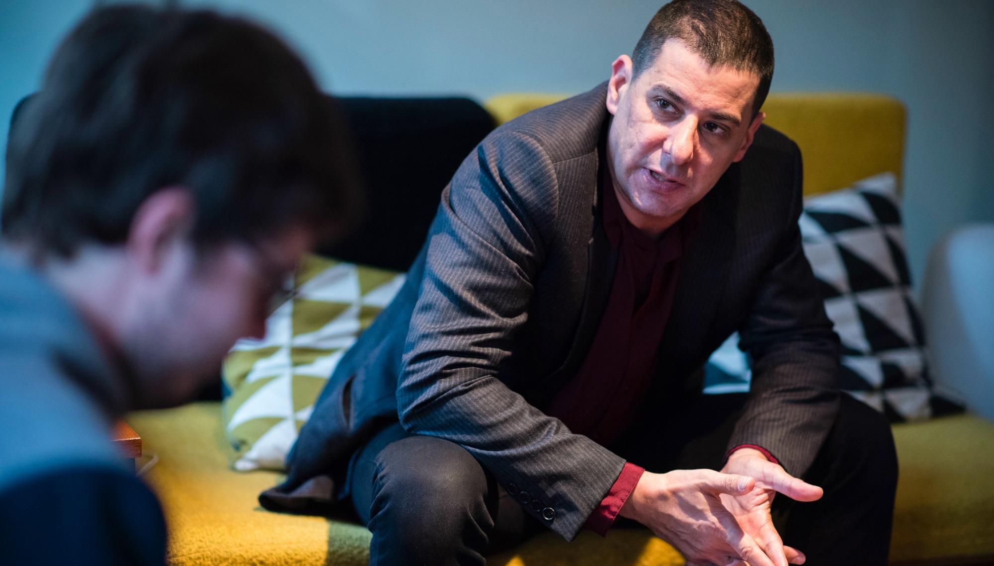 Jake Adelstein raconte ses enquêtes sur les yakuzas