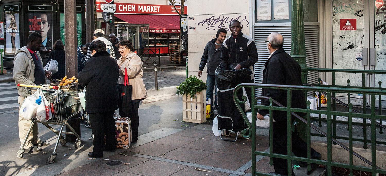 Kamara, vendeur de maïs à la sortie du métro