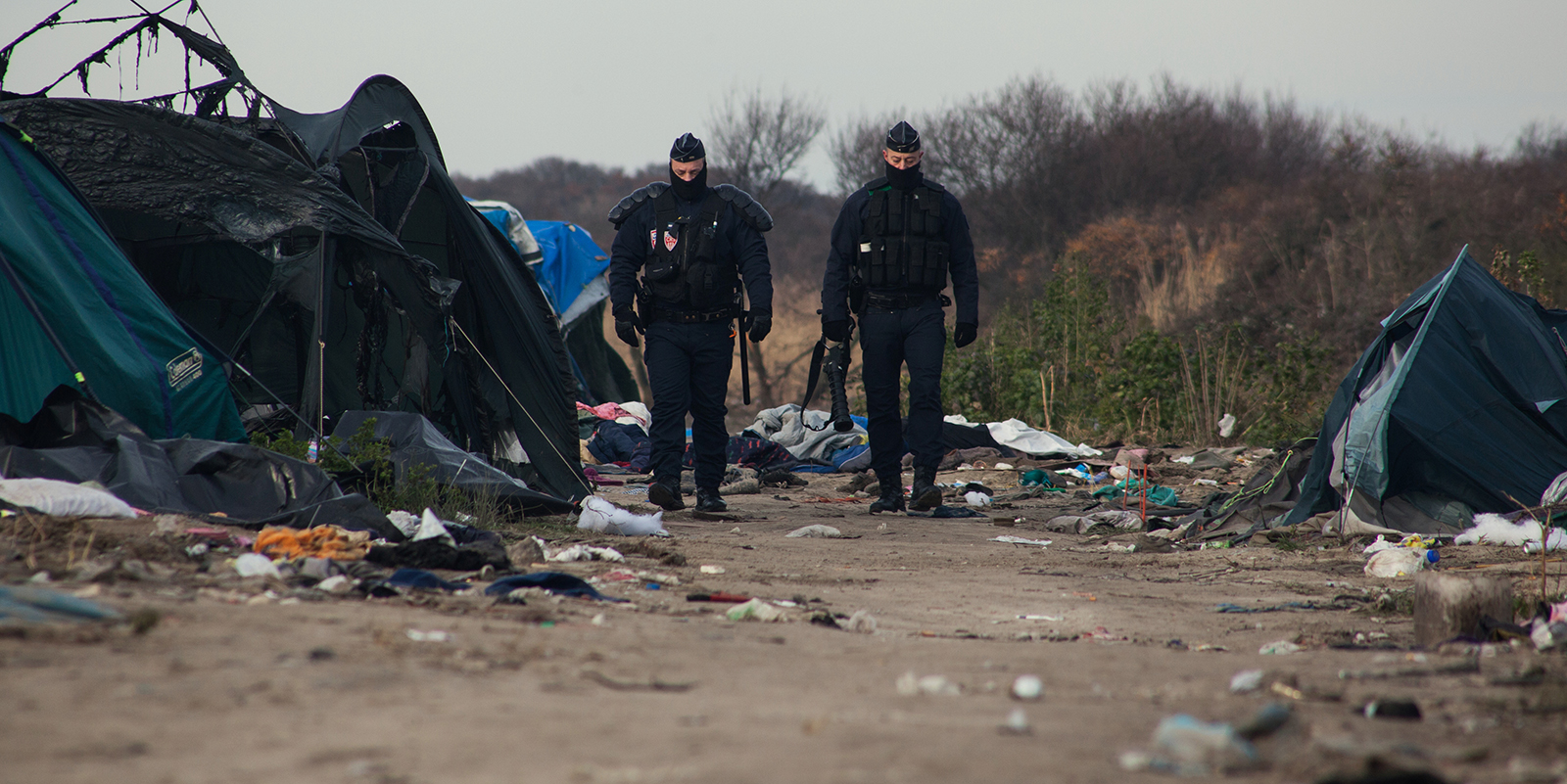 A Calais, les policiers dérapent, l'extrême droite ratonne et les migrants se fightent