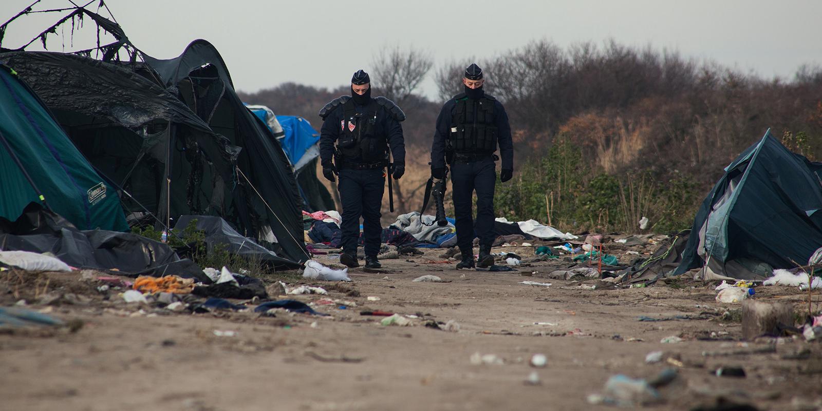 Calais les associations portent plainte pour la for Portent of degradation
