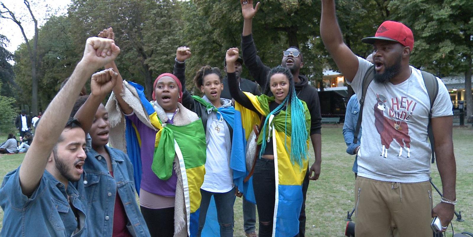 Tous les jours, des gabonais manifestent devant leur ambassade