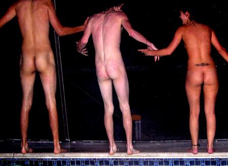 Je me suis baigné à poil dans une piscine publique de Paris
