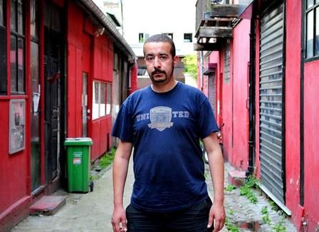 Fouad, militant condamné à verser 39.534 euros pour avoir bloqué une gare lors du CPE