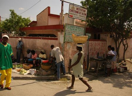 A Haïti, où les vendeurs ambulants sont de retour dans les rues, l'économie se reconstruit sans l'Etat