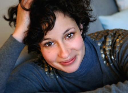 Alice Zeniter: «Être sur Facebook c'est comme être sur le bord d'une autoroute en slip»