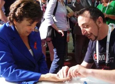 Sida: le dépistage en 30 minutes à l'essai chez Aides et Kiosque Info Sida