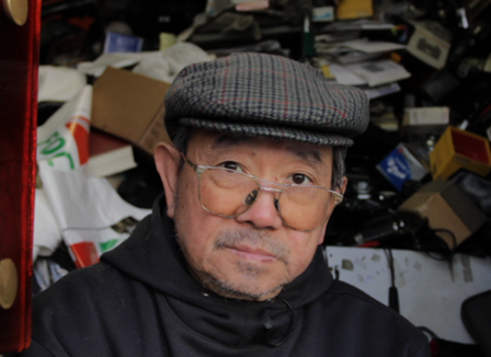 Avenue des Gobelins: Chez M. Wu Dinh « le gendarme du marché de la photo »