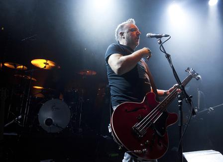 Photos : Peter Hook, performing « Closer »  en hommage à  Joy Division le 17 décembre