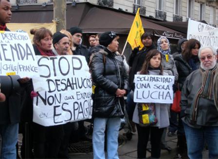Devant l'ambassade d'Espagne, les manifestants s'opposent aux expulsions immobilières