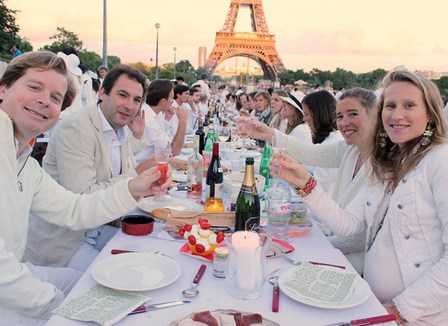 Dîner en blanc: on s'amuse tellement plus entre riches !
