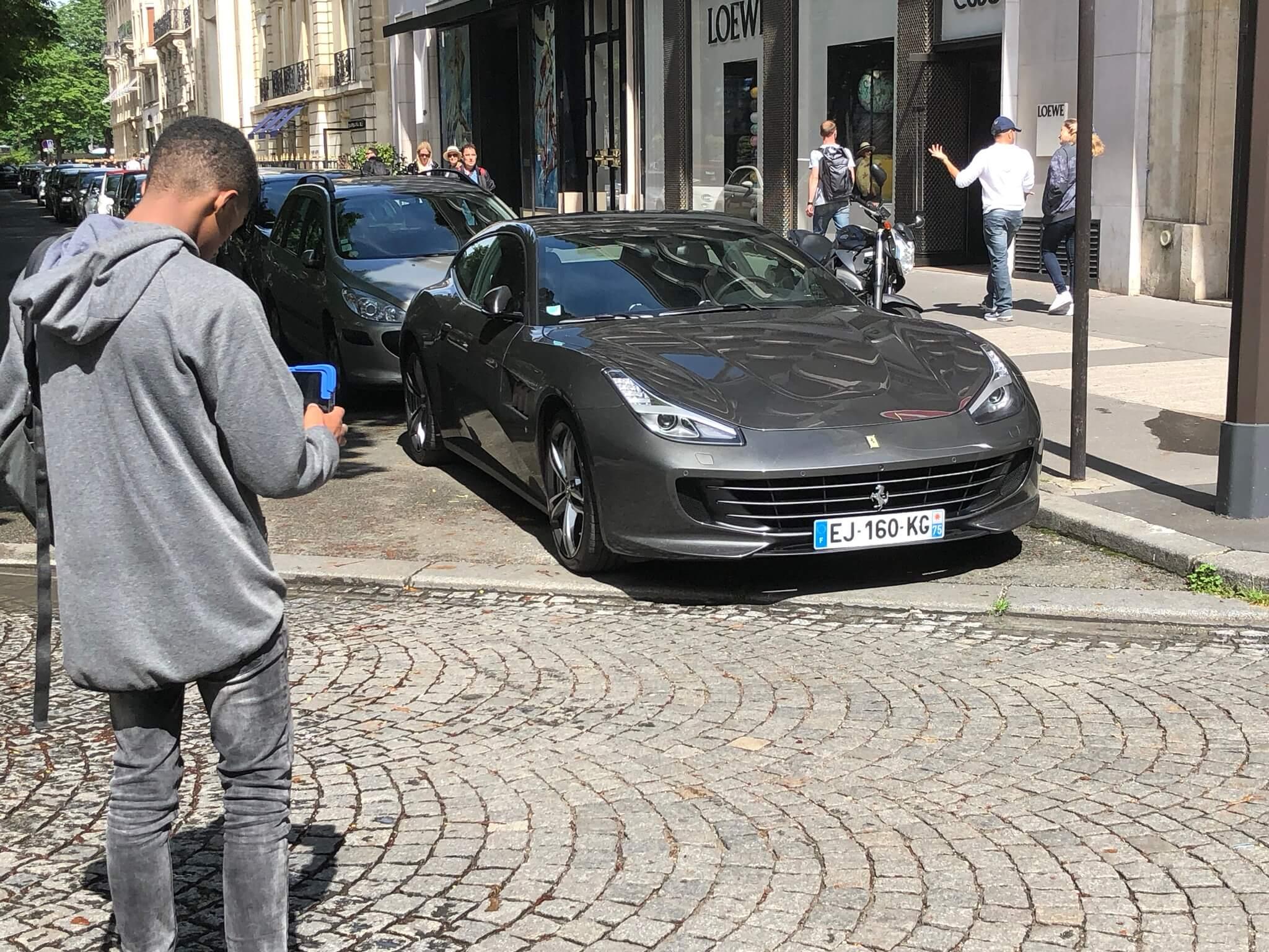 Car-spotteur : ces ados instagrammeurs qui chassent les voitures de luxe
