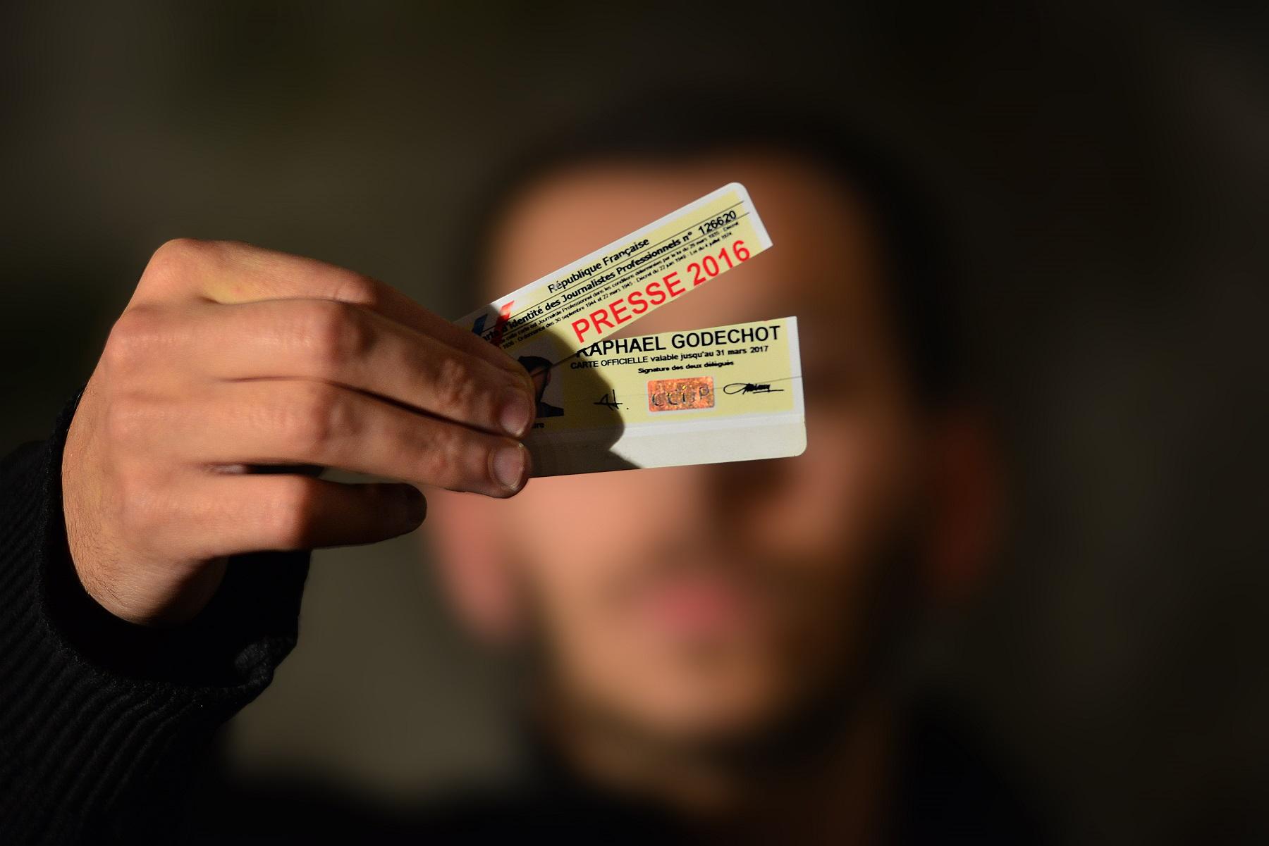 Un journaliste qui filme un contrôle violemment agressé par des agents de la RATP