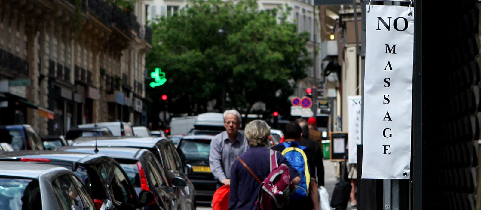 Les boutiques branch es veulent virer les masseuses tha es de leur rue streetpress - Salon de massage prostitution ...