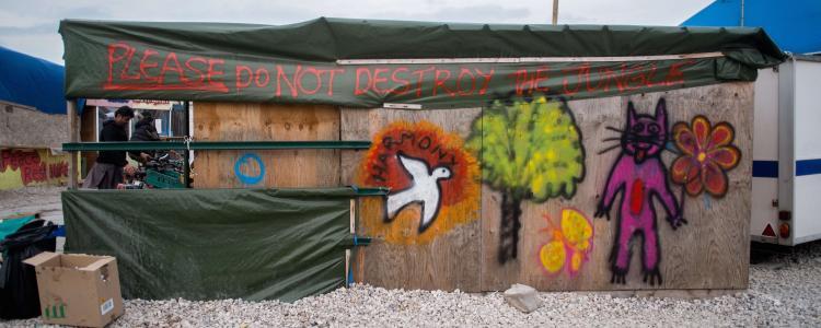 Dans la jungle de Calais, les réfugiés se demandent s'il faut résister ou partir