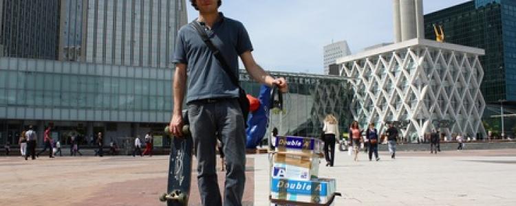 Thibault, le coursier en skateboard de Paname