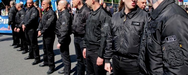 Tentative de meurtre et fusil à pompe : 16 skinheads picards interpellés