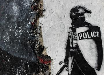 « Toi t'es arabe, t'es de la merde » : quand des flics se lâchent sur un sans-papiers