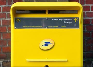 La Banque Postale refuse d'ouvrir des comptes à certains demandeurs d'asile