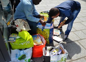 Amine, marchand de livres à la sauvette