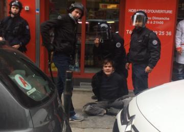 Frappé par la police pour avoir voulu stopper une bavure