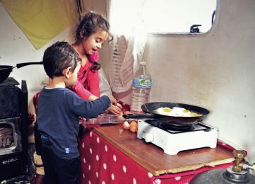 Comment bien manger dans un camp de Roms