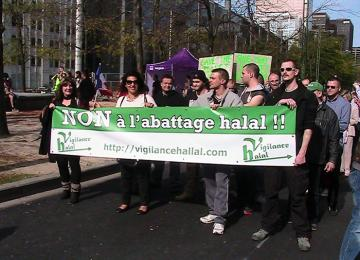 Ecologie : Les islamophobes récupèrent la mobilisation contre la ferme des 1.000 veaux