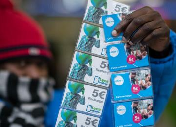 Mohammed, sans pap' et vendeur à la sauvette de cartes téléphoniques