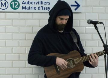 Hugo, élu meilleur chanteur du métro parisien