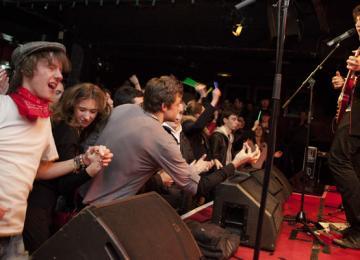Emergenza, le tremplin qui transforme les wannabe rockstars en VRP