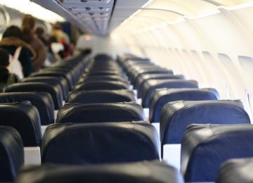 Coups, étranglements : Farhad, réfugié, raconte les violences de la police dans l'avion qui devait l'expulser