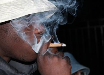 Le policier Yves Milla demande la fin des procès contre les fumeurs de cannabis