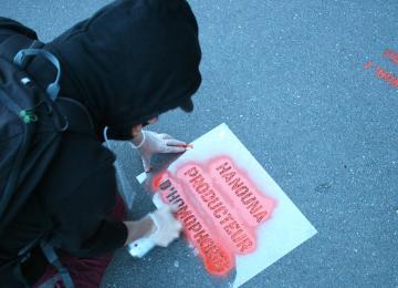 Après le sketch homophobe de Cyril Hanouna, des militants LGBT à l'assaut du CSA