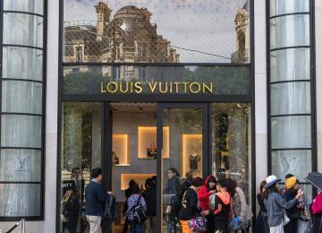 Sur la piste des dealeurs chinois de Louis Vuitton