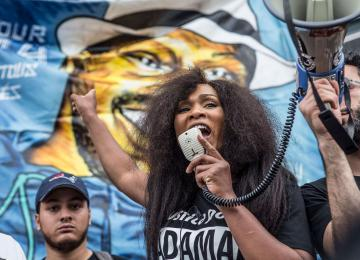 La garde rapprochée d'Assa Traoré en guerre contre les bavures policières