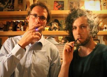 A Paris, un vapor lounge pour les fumeurs de cigarette électronique