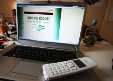Avec les bénévoles des hotlines anti-suicide