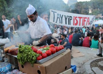 Dans le village de Gezi : Des bibliothèques, des garderies, un journal et... des grillades