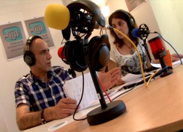Depuis Paris, la première radio syrienne libre