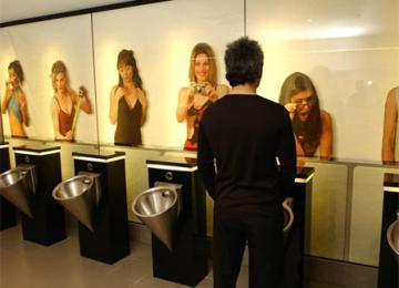 « Excusez-moi, je viens visiter vos toilettes »