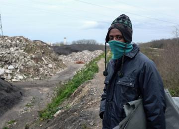À Calais, les assos organisent des rondes pour protéger les migrants des violences policières