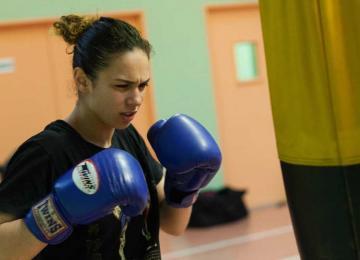 Kalissa Houicha, championne de boxe thaï et militante associative
