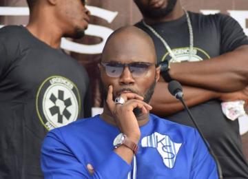 Le panafricaniste Kemi Seba murmure à l'oreille du gouvernement italien