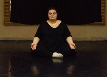 Le Yogras, du yoga pour lutter contre la grossophobie