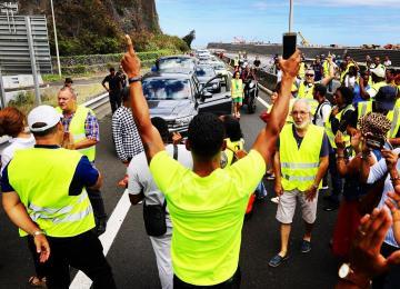 À La Réunion, des gilets jaunes à «la révolution sociale»