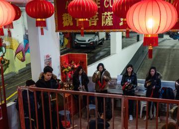 La parade du nouvel an chinois se prépare dans les sous-sols du 13e arrondissement