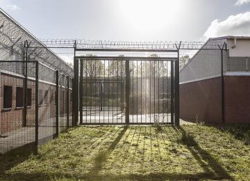 La justice ordonne la libération de quatre sans-papiers, la préfecture les expulse