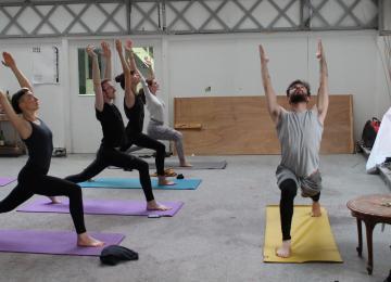 Des cours de yoga queer, en langue des signes ou pour exilées lesbiennes